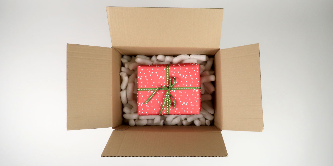 black-bough-gift-wrapping-3