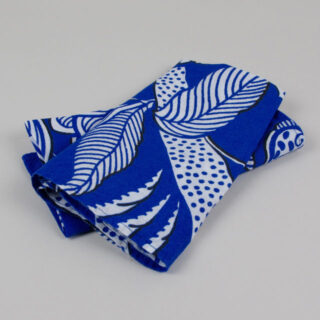 blue and white patterned linen napkin 01