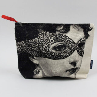 chase-wonder-wash-bag-lady-in-mask-01