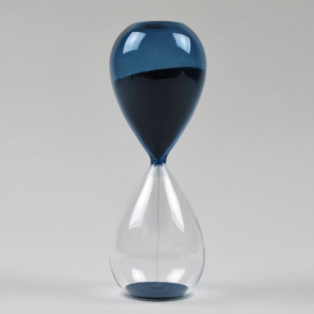 добавившие очень друзья знакомые песочные часы картинка вызвал резонанс