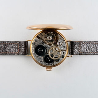 John Hunt, 1919 | Early 9ct gold lady's vintage wristwatch with gold buckle