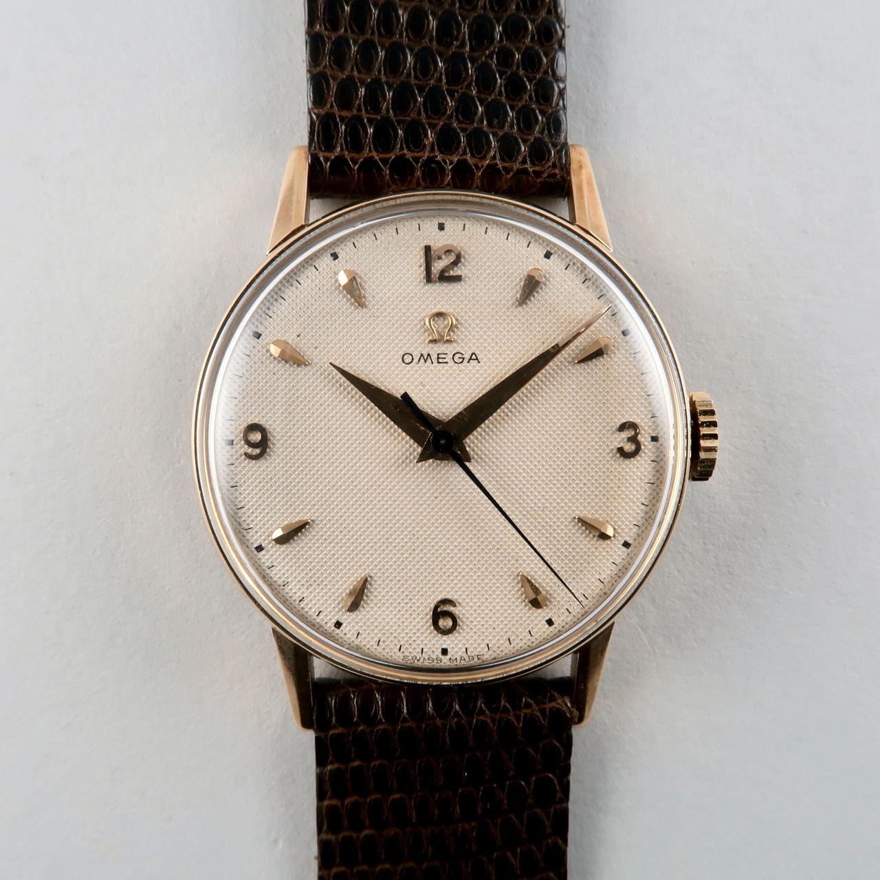 Omega Ref. 2496 circa 1950 | 14ct gold manual vintage wristwatch honeycomb dial